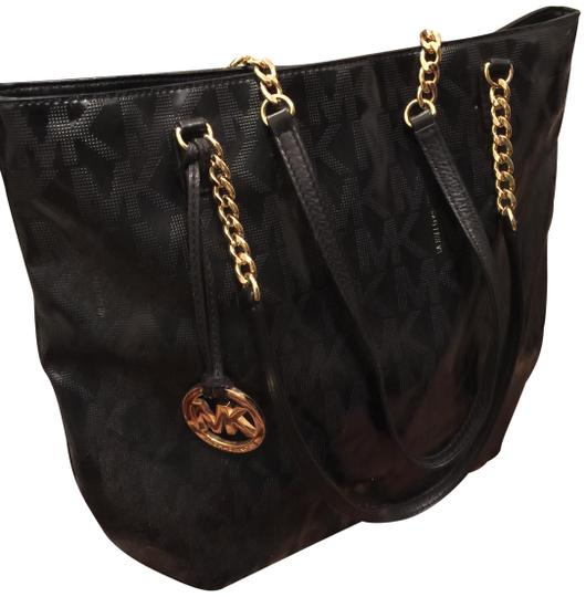 Preload https://img-static.tradesy.com/item/23436347/michael-michael-kors-with-chain-detail-black-leather-shoulder-bag-0-1-540-540.jpg