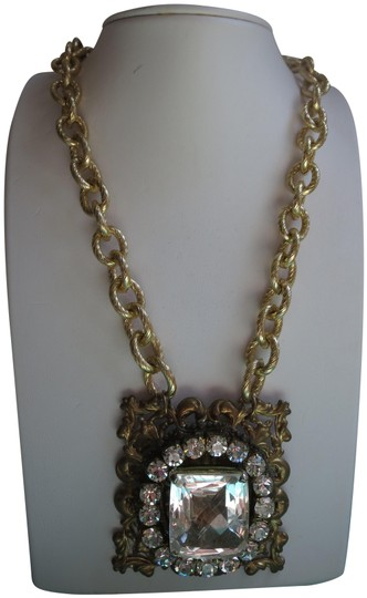 Preload https://img-static.tradesy.com/item/23438385/gold-crystal-statement-necklace-0-1-540-540.jpg