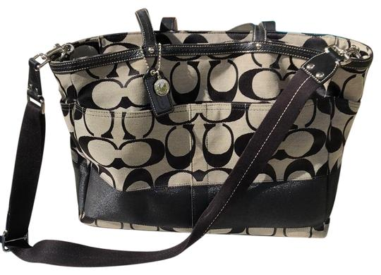 Preload https://item4.tradesy.com/images/coach-signature-with-changing-pad-grey-and-black-patent-leather-woven-jacquard-diaper-bag-23438738-0-1.jpg?width=440&height=440