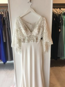 MADISON JAMES Ivory/Silver Beaded Crepe Mj315 Modern Wedding Dress Size 6 (S)