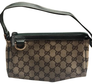 Gucci Wristlet in tan cloth with Gucci monogram, gold hardware, deep green leather accents