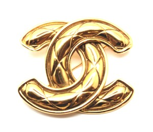 31b8bed562d0 Chanel Chanel Vintage Gold Quilted Charm Pin Brooch