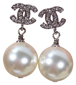 Chanel A17 CHANEL CC LOGO STUDDED CRYSTALS WITH PEARLS EARRINGS
