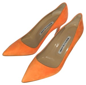 1993a9d131 Orange Manolo Blahnik Pumps Up to 90% off at Tradesy