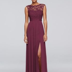 David's Bridal Burgundy Polyester and Tulle Long with Lace Bodice Formal Bridesmaid/Mob Dress Size 8 (M)