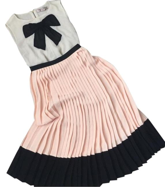 Item - Peach and Black Crepe Pleated Skirt Size 4 (S, 27)