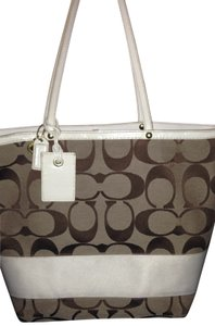 Coach Tote in tan with white