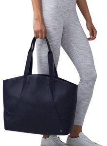 Lululemon Tote in midnight navy