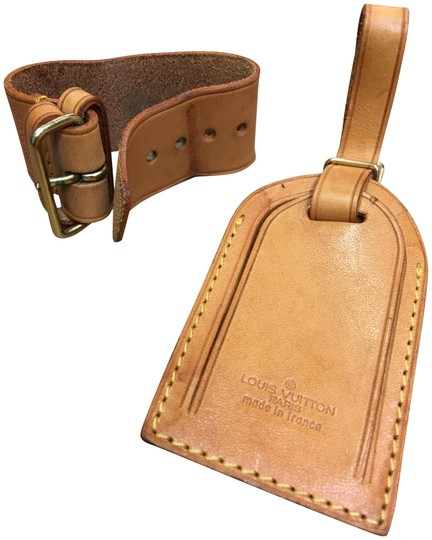 Preload https://img-static.tradesy.com/item/23465330/louis-vuitton-tan-luggage-tag-and-handle-holder-0-2-540-540.jpg