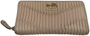 Coach Coach Madison Gathered Leather Bone Ivory Cream Zip Continental Wallet