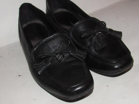 Etienne Aigner Square Pointy Toe Excellent Condition Chrome 'a' Charms 'jason' Style Bow Accent W Tassel black leather Flats Image 6