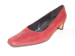 Vaneli Dressy Or Casual Kitten Heels Great True Color Mint Vintage red snakeskin leather Pumps