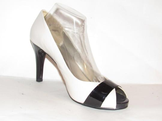 Anne Klein Open Toe Style Excellent Condition '7oakes' ivory leather and black patent leather Pumps Image 7
