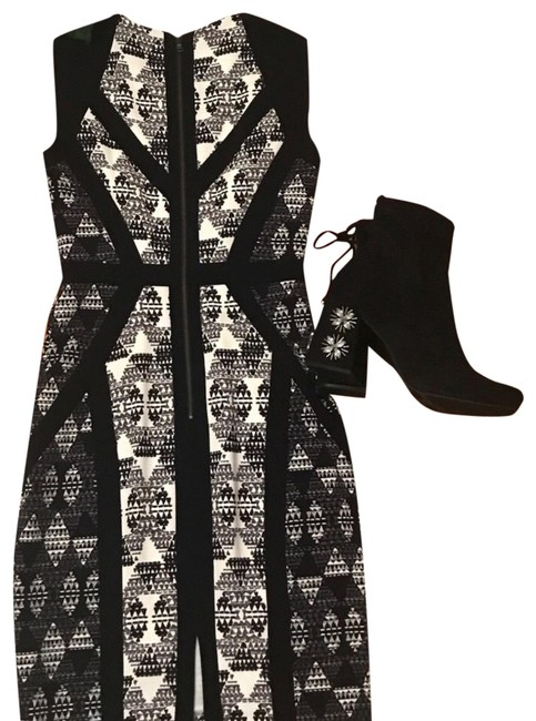 Preload https://img-static.tradesy.com/item/23468774/bcbgmaxazria-black-bodycon-tribal-print-mid-length-workoffice-dress-size-2-xs-0-1-650-650.jpg