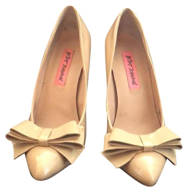 Item - Nude Bow Pumps Size US 6 Regular (M, B)