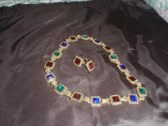 Other Costume gold tone stone set , a necklace and earrings set