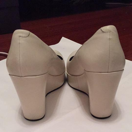 Marc by Marc Jacobs White, Light gray Pumps Image 2
