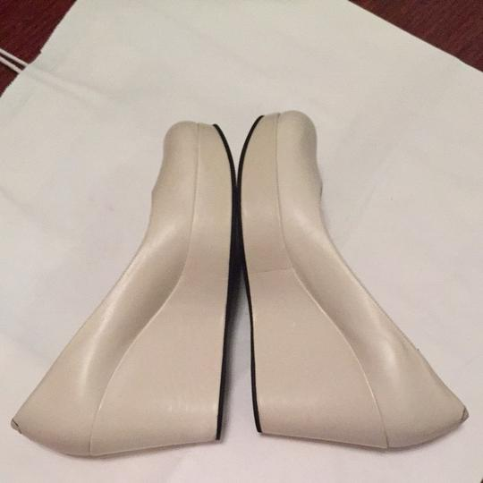 Marc by Marc Jacobs White, Light gray Pumps Image 3