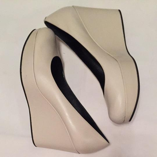 Marc by Marc Jacobs White, Light gray Pumps Image 4