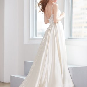 Allure Bridals Ivory Silk Mikado Overskirt Modern Wedding Dress Size 6 (S)