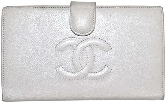 Preload https://item1.tradesy.com/images/chanel-white-paris-7-inch-calfskin-leather-bifold-cash-credit-coin-wallet-2347600-0-3.jpg?width=440&height=440