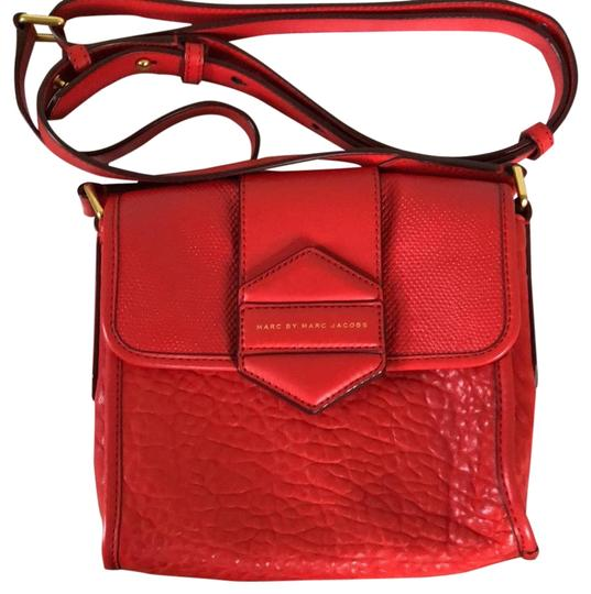Preload https://item1.tradesy.com/images/marc-jacobs-flipping-out-red-leather-cross-body-bag-23476150-0-1.jpg?width=440&height=440