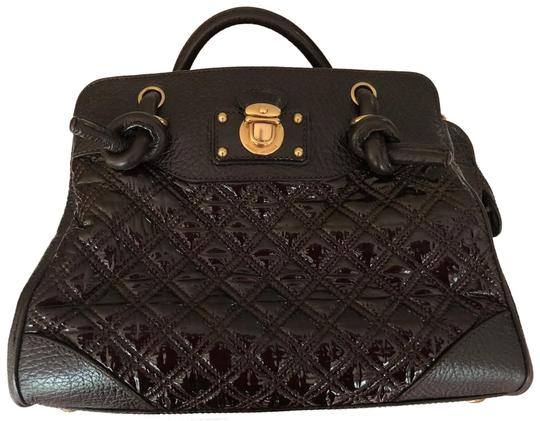 Preload https://img-static.tradesy.com/item/23476335/marc-jacobs-quilted-patent-swagger-handbag-brown-leather-tote-0-1-540-540.jpg