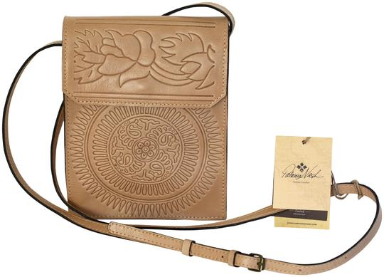 Preload https://item5.tradesy.com/images/patricia-nash-designs-tooled-sunburst-bella-envelope-flap-sand-leather-cross-body-bag-23476394-0-1.jpg?width=440&height=440