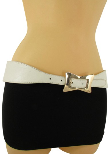 Preload https://item2.tradesy.com/images/white-women-faux-leather-western-gold-bow-square-buckle-s-m-belt-23476626-0-1.jpg?width=440&height=440
