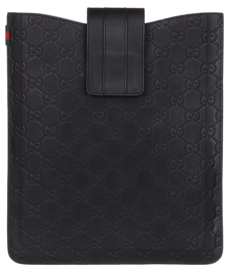 Preload https://img-static.tradesy.com/item/23476821/gucci-black-rubber-gg-guccissima-web-stripe-ipad-case-tech-accessory-0-1-540-540.jpg