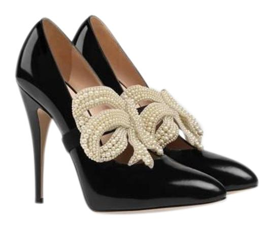 Preload https://item3.tradesy.com/images/gucci-pearl-bow-removable-leather-pumps-size-eu-345-approx-us-45-regular-m-b-23476877-0-1.jpg?width=440&height=440