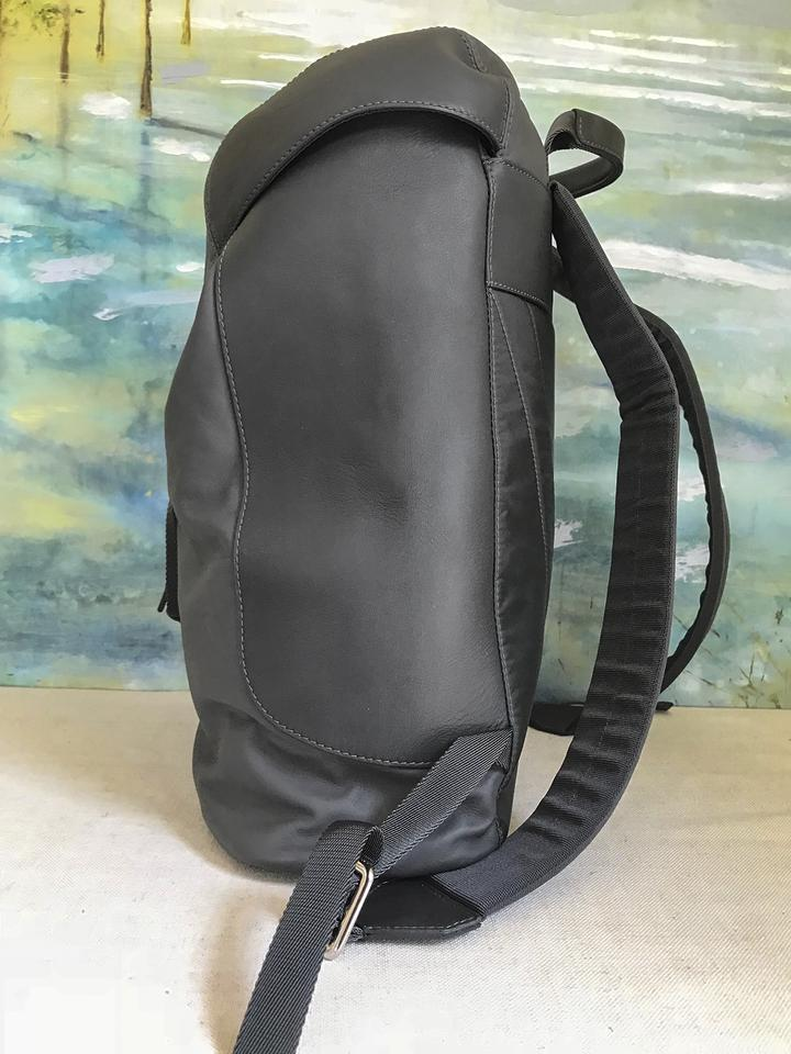 1fb038c1a799 Louis Vuitton Pulse Leather Black Backpack Image 11. 123456789101112. 1 ∕ 12