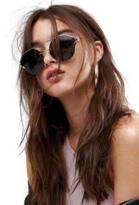 a145fc5120e0f Women s Sunglasses - Up to 70% off at Tradesy (Page 270)