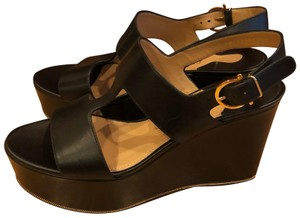 e11aa19e474e Salvatore Ferragamo Sandals - Up to 90% off at Tradesy