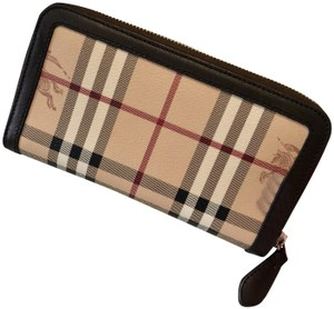 Burberry Womens Haymarket Check Large