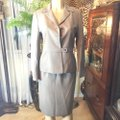 Gray Career Skirt Suit Size 8 (M) Gray Career Skirt Suit Size 8 (M) Image 2