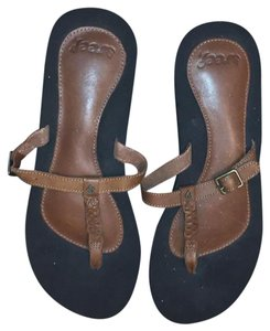 Reef black and tan Sandals