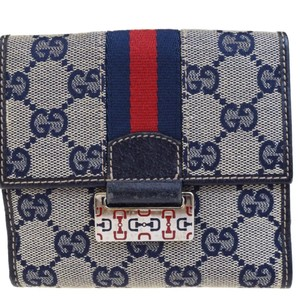 6ed762303b86 Gucci on Sale - Up to 70% off at Tradesy