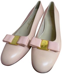 Salvatore Ferragamo Bow Gancini Italy Leather Blush Pink Pumps
