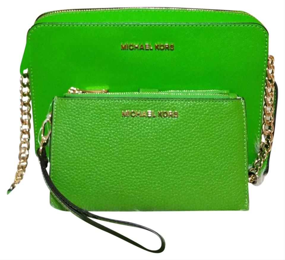 fa1fddd40894 Michael Kors Jet Set Travel Large East West Wallet Set Jungle Green  Saffiano Leather Cross Body Bag