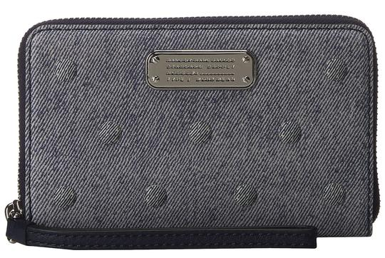 Preload https://img-static.tradesy.com/item/23495452/marc-jacobs-multicolor-navy-denim-button-sueded-leather-wingman-wristlet-wallet-0-0-540-540.jpg