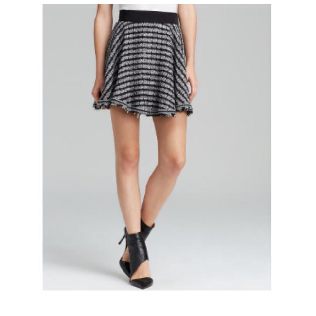 Preload https://img-static.tradesy.com/item/23495627/milly-black-and-white-geo-tweed-flare-mini-skirt-size-8-m-29-30-0-2-650-650.jpg