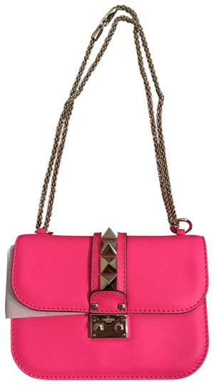 Preload https://img-static.tradesy.com/item/23495743/valentino-purse-gwb00312-avit01-pink-leather-cross-body-bag-0-2-540-540.jpg