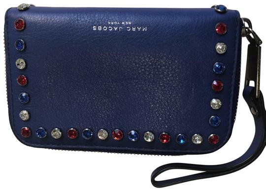 Preload https://img-static.tradesy.com/item/23495807/marc-jacobs-collection-crystal-zip-phone-cobalt-blue-cowhide-leather-wristlet-0-1-540-540.jpg