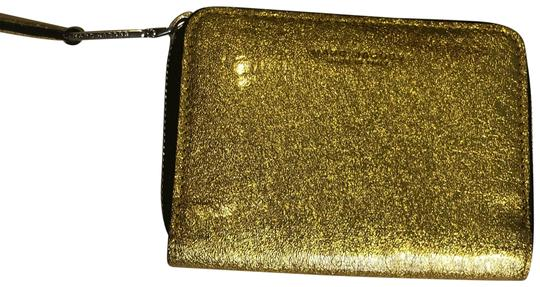 Preload https://img-static.tradesy.com/item/23495829/marc-jacobs-collection-wallet-metallic-gold-leather-wristlet-0-1-540-540.jpg