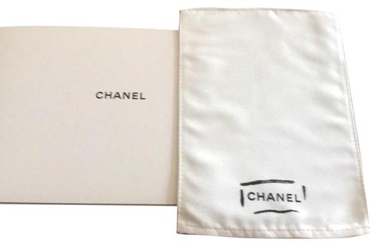 Preload https://img-static.tradesy.com/item/23495921/chanel-white-cleaning-cloth-0-1-540-540.jpg