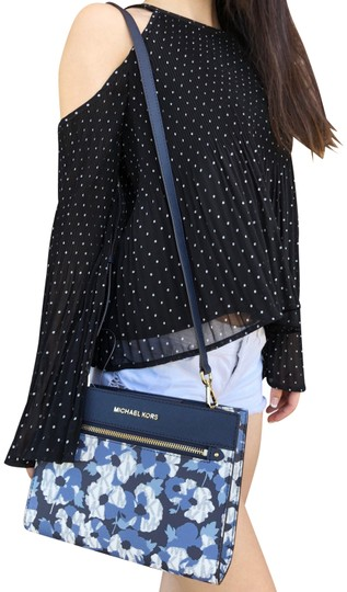 Preload https://img-static.tradesy.com/item/23496213/michael-kors-hailee-east-west-mk-signature-white-fl-navy-blue-leather-cross-body-bag-0-1-540-540.jpg