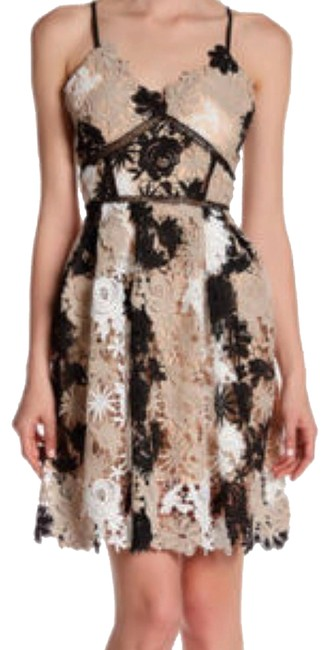 Preload https://img-static.tradesy.com/item/23496222/romeo-and-juliet-couture-ivory-beige-black-three-short-casual-dress-size-8-m-0-2-650-650.jpg