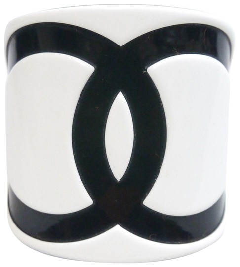 Preload https://img-static.tradesy.com/item/23496506/chanel-bangle-coco-mark-hair-clamp-black-jellyplastic-white-0-1-540-540.jpg