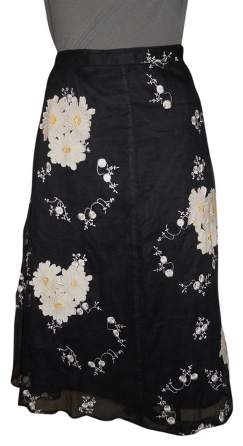 Preload https://item4.tradesy.com/images/black-and-white-floral-applique-cotton-midi-skirt-size-8-m-29-30-2349778-0-0.jpg?width=400&height=650